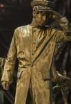 живая статуя Моряк