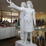 """Живая скульптура """"Рабочий и колхозница"""""""