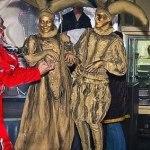 Живые статуи Коломбина и Арлекин