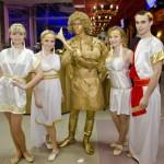 Живая статуя Золотой амур