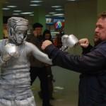 Живая статуя Боксер