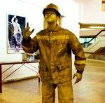 Живая статуя Строитель золотой