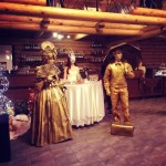 Живые статуи в ресторане
