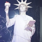 живая статуя свободы, живая скульптура свободы