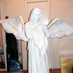 Живая статуя Белый ангел