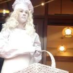 Живая статуя Девушка кондитер